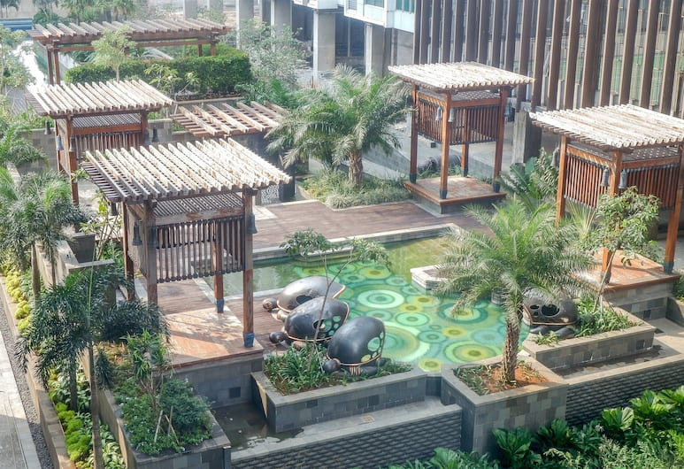 Cozy Pool View Kemang Village Residence Apartment with Direct Access to Mall, Jakarta, Exterior