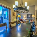 Exclusive Townhome, 4 Bedrooms, Non Smoking - In-Room Dining