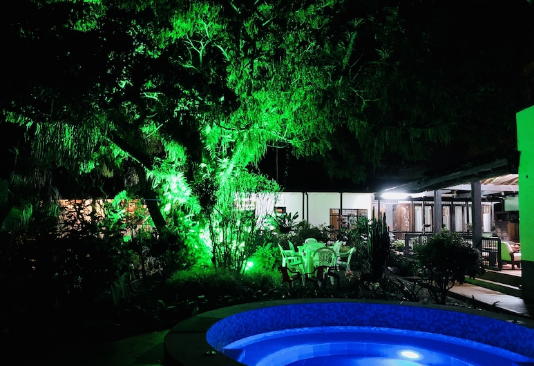 엔트레 로스 아르볼레스 호텔, 페레이라, 수영장