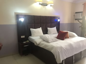 ภาพ Nondon International Hotel ใน Enugu