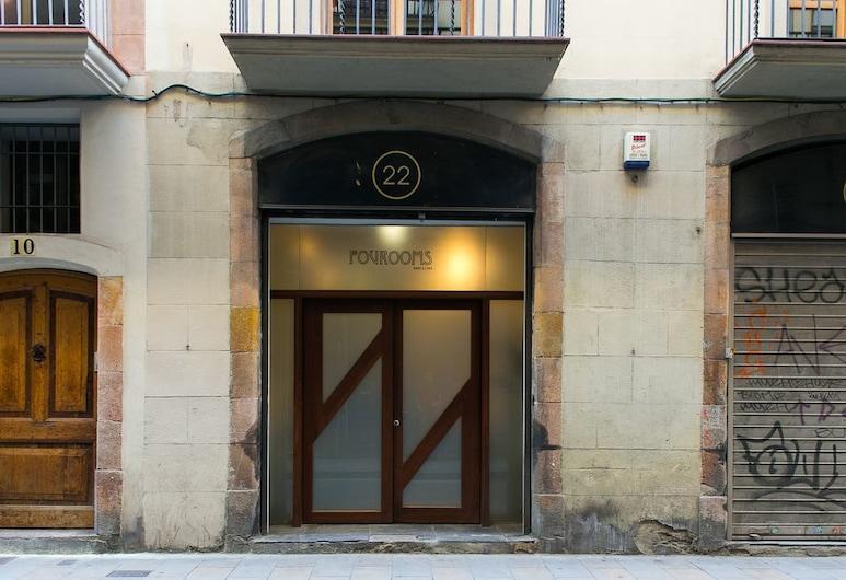 MDB8 Barcelona, Barcelona, Entrada do estabelecimento