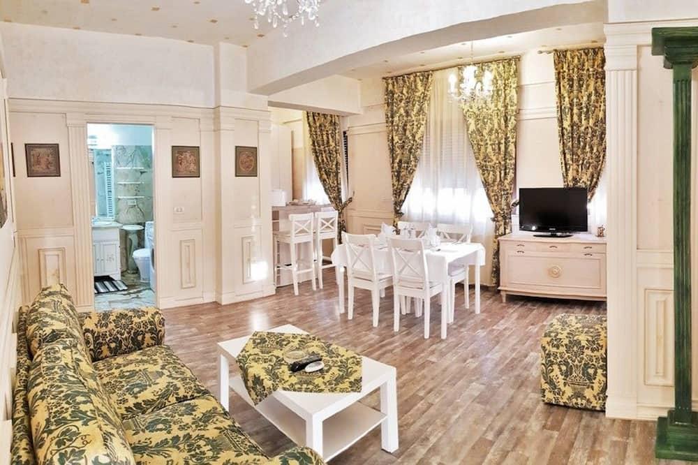 Апартаменти категорії «Економ», з балконом, з видом на місто - Вітальня