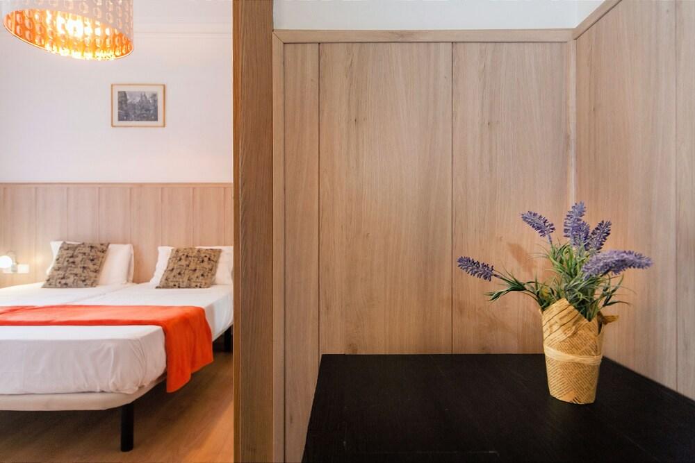 Camere Familiari Barcellona : Prenota casp er guest house a barcellona hotels