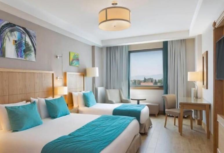 Plus Hotel Setif, Setif, Family Triple Room, Bilik Tamu