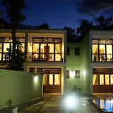 Hotel Athgira