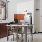 شقة حصرية - غرفتا نوم - منظر للحديقة - تناول الطعام داخل الغرفة