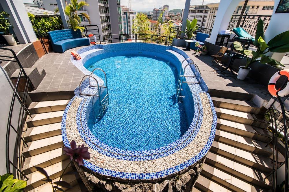 Executive Triple Room, City View - Pool