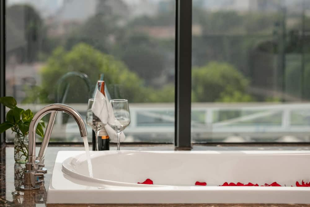 Executive-Suite, 1King-Bett, Seeblick - Privater Whirlpool
