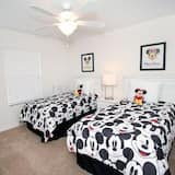 Family Townhome, Private Pool, Garden Area - Children's Theme Room