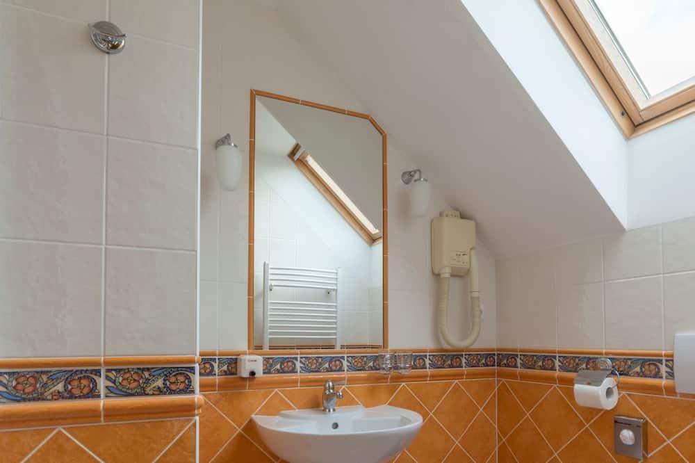 Comfort Room, 1 Queen Bed (Extra bed) - Bathroom Amenities