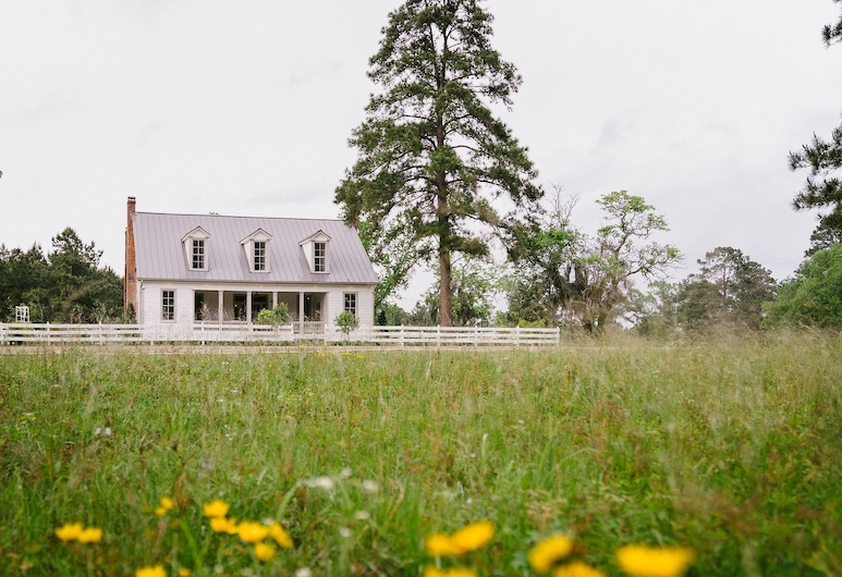 The Historic Hill House and Farm, Willis