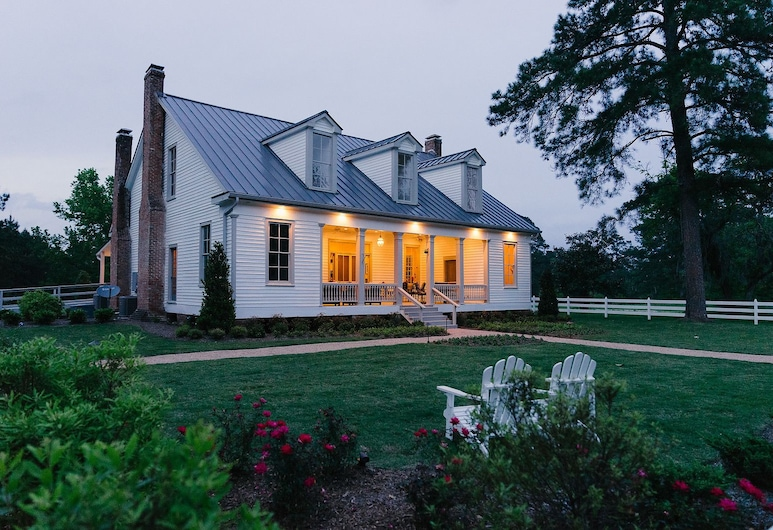 The Historic Hill House and Farm, Willis, Hotel Front – Evening/Night