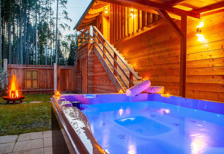 Bayern Chalets, Ainring, Outdoor Spa Tub