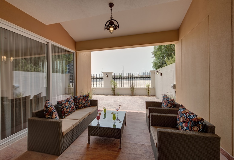 J5 Villas Holiday Homes - Barsha Gardens, Dubai, Terrace/Patio