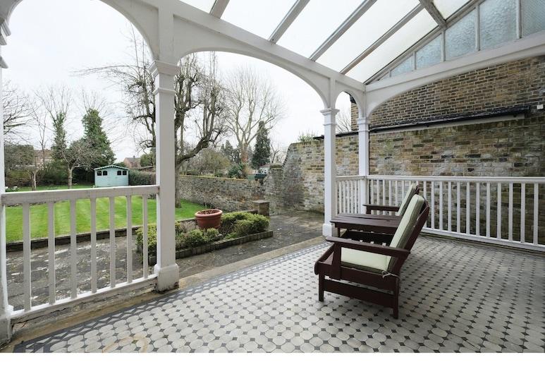 Amazing 3-bedroom Garden Flat for 6 in Ealing, Londra, Teras/Veranda