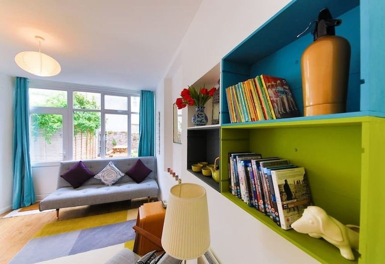 Bright and Spacious 1 Bed Flat With Garden, Hove, Library