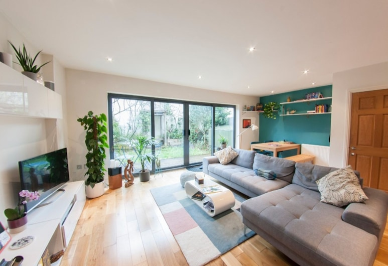 Bright, Spacious 3BR Home for 5 in The Lane, Londen