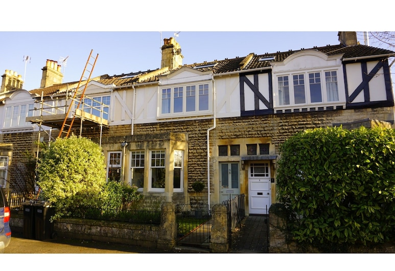 Charming, Spacious 3-br Home for 6 in Central Bath, Bath