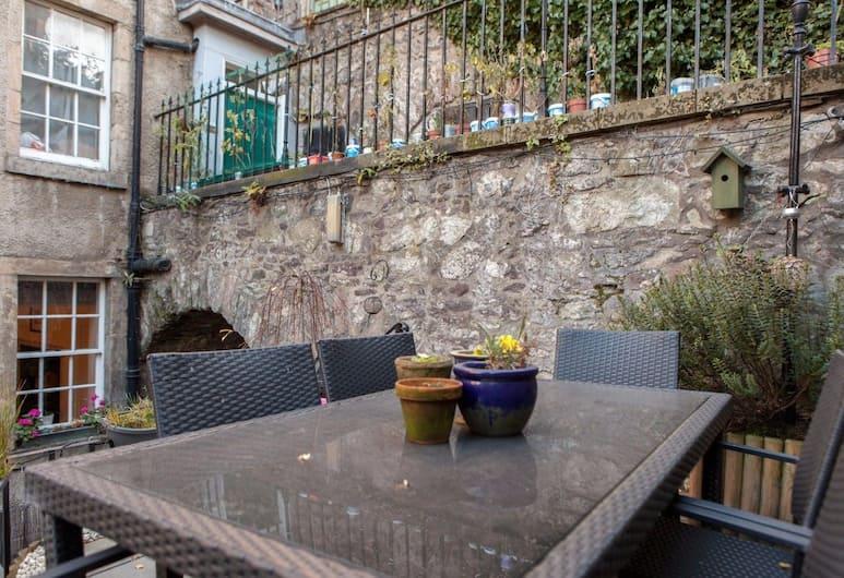 Central Cosy Home for 6 in Edinburgh, Edinburgh, Dinerruimte buiten