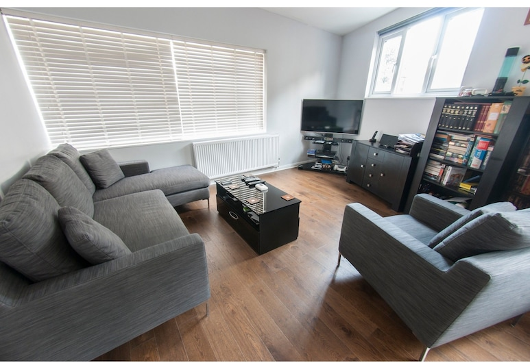 Bright & Spacious Garden Flat for 4 in London, London