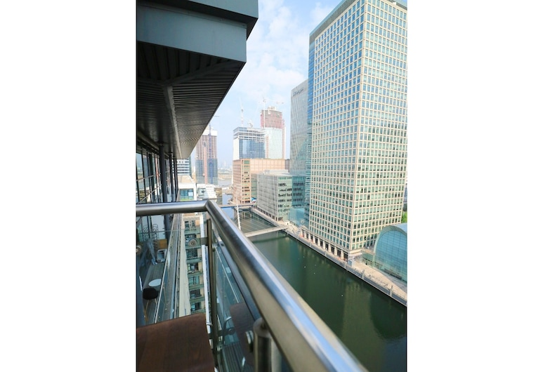 Breathtaking Modern Flat on the Dockside, Sleeps 6, Лондон, Балкон