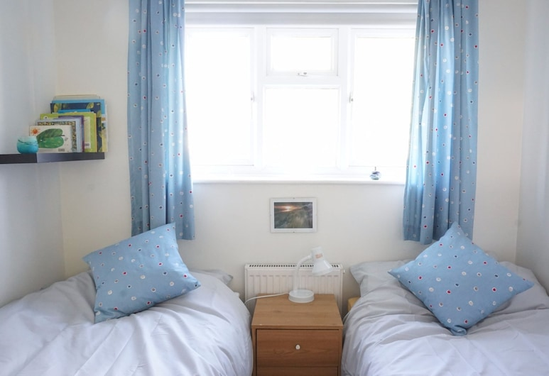 Comfortable Family Home in Oxford With Parking, Oxford, Zimmer