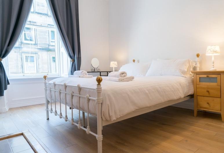 Ideal Based Tenement in Morningside for 4, Edinburgh, Apartment (1 Bedroom), Room