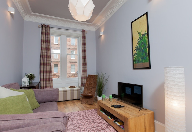 Traditional 1BR Tenement in Leith Walk Area for 2, Edinburgh