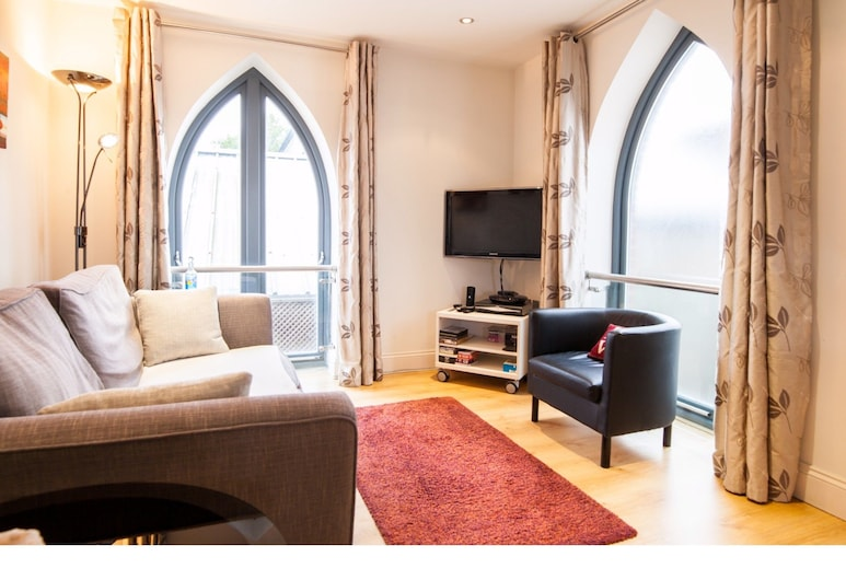 Sunny & Charming Flat for 2 in Tranquil Richmond, Richmond