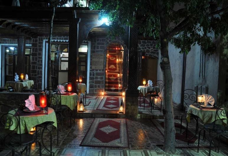 Auberge Atlas Tichka, Asni, Restaurante al aire libre