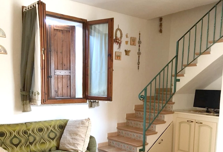 House With 2 Bedrooms in Calasetta, With Furnished Terrace - 400 m From the Beach, Calasetta, Living Room