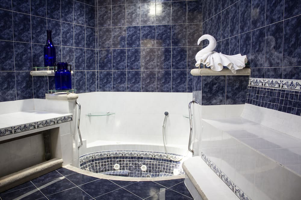 Exclusive Suite, 1 King Bed, Non Smoking - Private spa tub