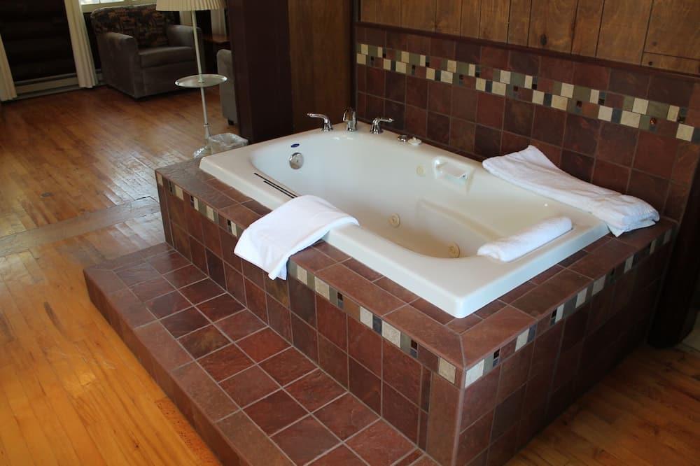 Standard Cabin, 1 Queen Bed, Non Smoking (Honeymoon Cabin) - Private spa tub