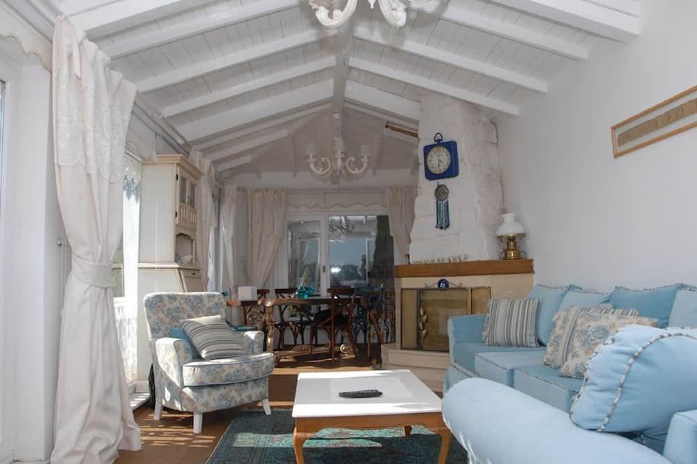 Elite House, Non Smoking, Sea View - Living Area