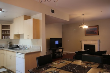 Picture of Gorgeous 2BD Apartment in Van Nuys