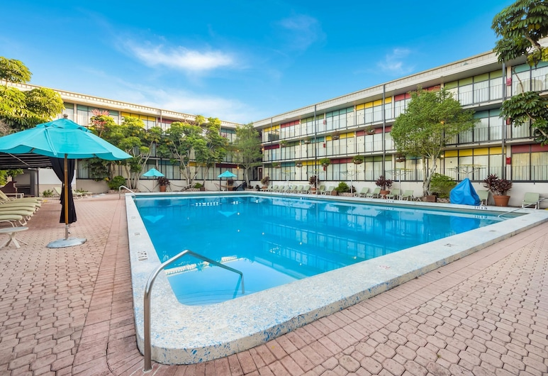 Quality Inn & Suites Conference Center, Winter Haven, Piscina
