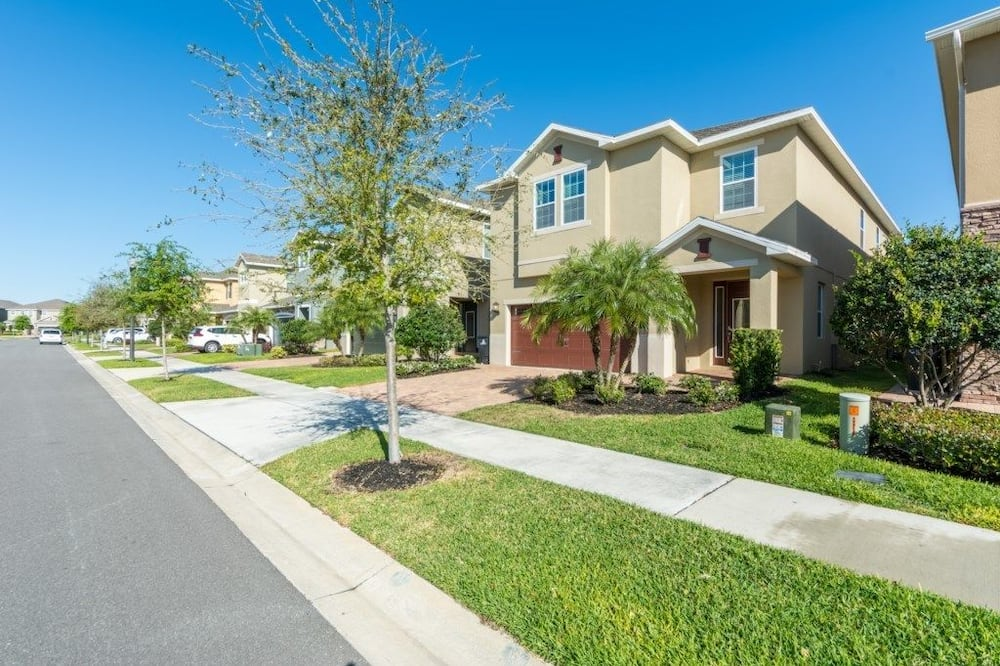 Family Villa, Multiple Bedrooms, Garden Area - Street View