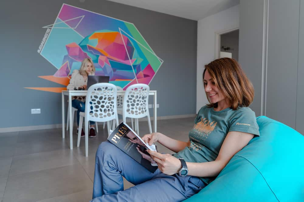 Dizajnerska jednokrevetna soba, više spavaćih soba - Dnevni boravak