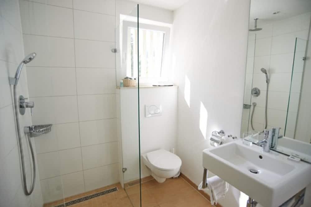 スタンダード ダブルルーム キングベッド 1 台 - バスルーム
