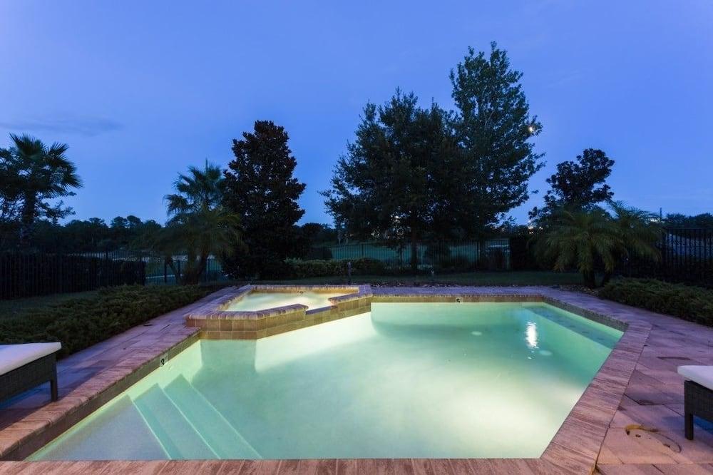 Villa familiare, idromassaggio, lato giardino - Piscina all'aperto