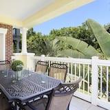 Rodinný soukromý byt, balkon, v zahradě - Výhled z balkonu