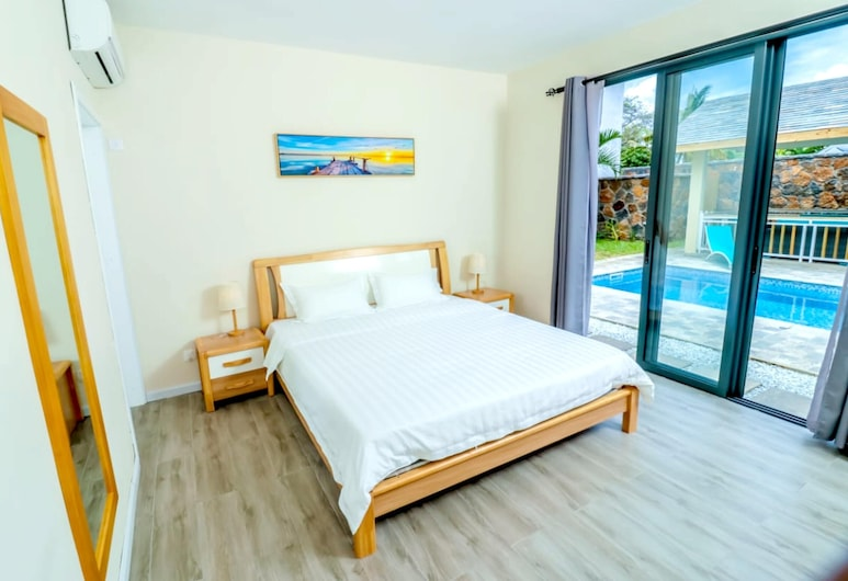 Villa With 3 Bedrooms in Pointe aux Canonniers, With Private Pool, Enclosed Garden and Wifi - 100 m From the Beach, Grand-Baie, Biệt thự, Quang cảnh hồ bơi, Phòng