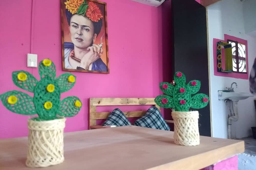 Pokoj Classic s dvojlůžkem nebo dvěma jednolůžky, více lůžek, nekuřácký - Obývací prostor