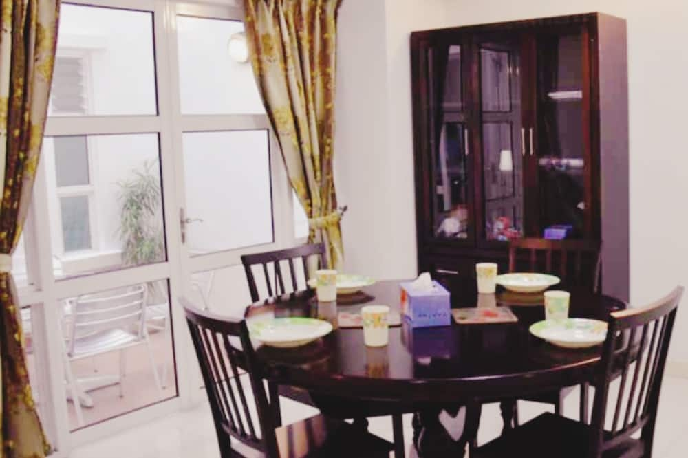 Rodinný dom, 6 spální, výhľad na zátoku - Stravovanie v izbe