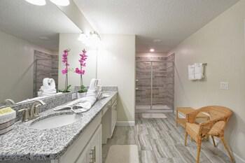 Obrázek hotelu Solterra - 5BD/5BA Pool Home - Sleeps 16 - RST5037 Villa 5 ve městě Davenport
