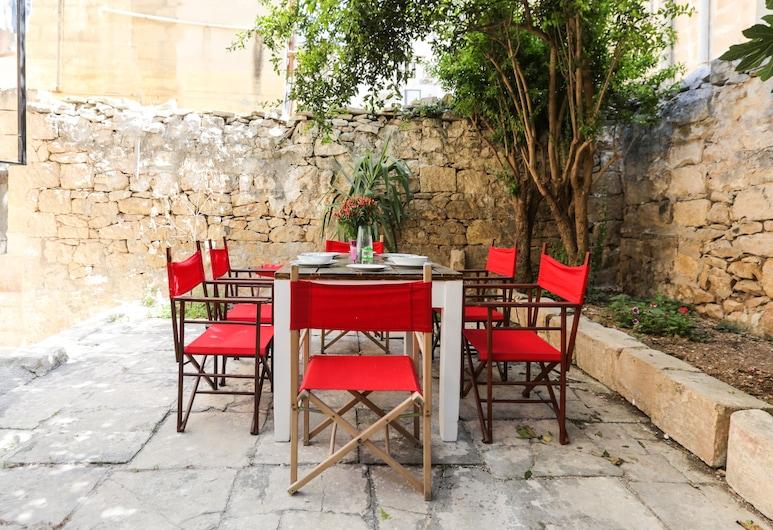 House of Pomegranates, Sliema, Taman
