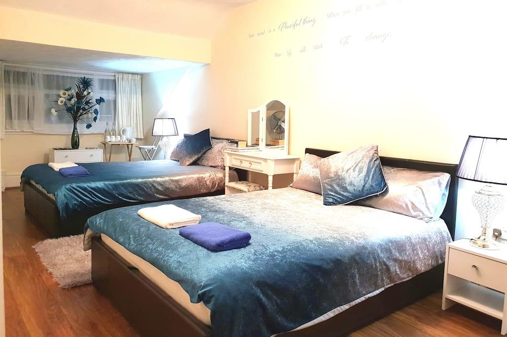חדר סטנדרט טווין, 2 מיטות זוגיות, חדר רחצה משותף - חדר אורחים
