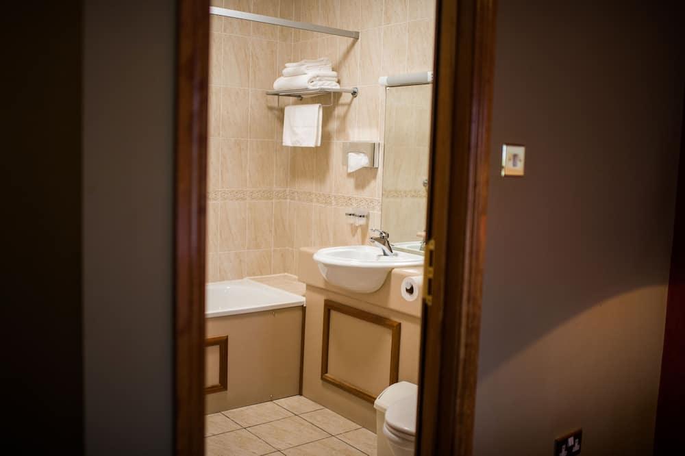 Phòng 2 giường đơn Executive - Phòng tắm