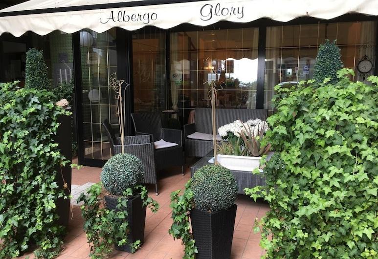 Hotel Glory, Borghetto Santo Spirito, Průčelí hotelu