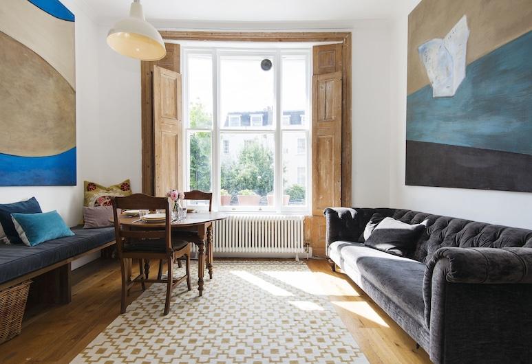 Bright Talbot Road Apartment - MATR6, London, Deluxe Apartment, Living Room